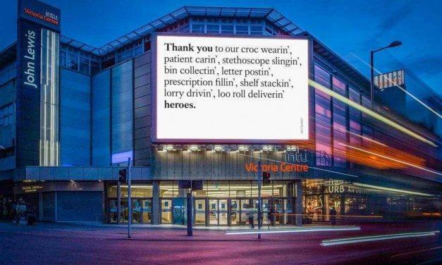 Quảng cáo ngoài trời Anh cảm ơn những người ở tuyến đầu chống COVID-19