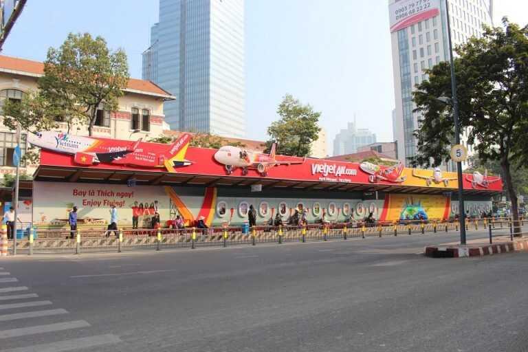 Quảng cáo nhà chờ xe buýt mockup nổi (3D) siêu sáng tạo và ấn tượng